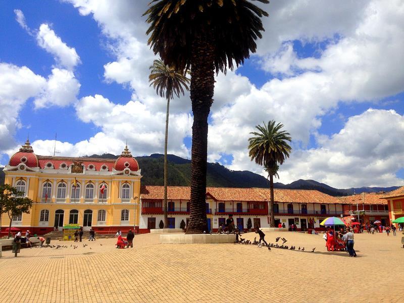 Der super schöne Parque Principal in Zipaquira in der Nähe von Bogotá