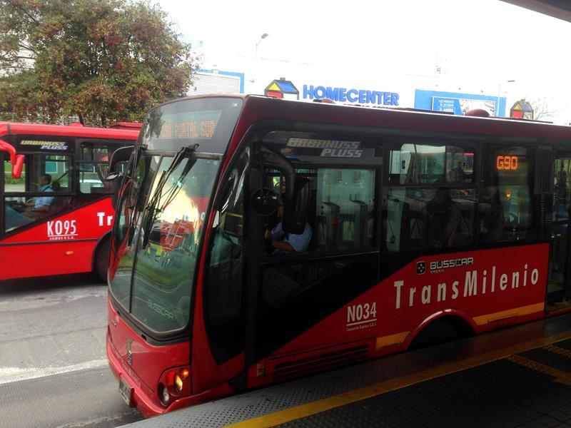Der Transmillenio in Bogota, ein kompliziertes aber recht zuverlässiges ÖPNV-Mittel