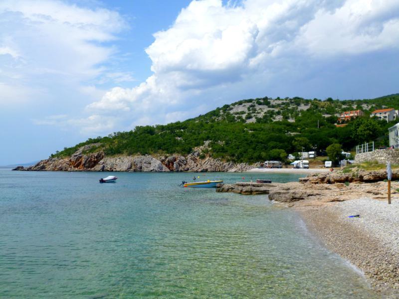 Eine wunderschöne Bucht bei Senj in Kroatien