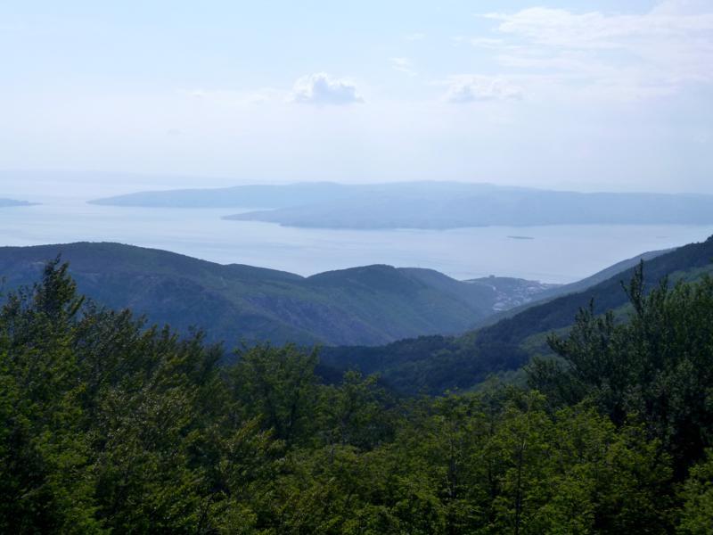Blick von Senjska Draga auf die vorgelagerten Inseln