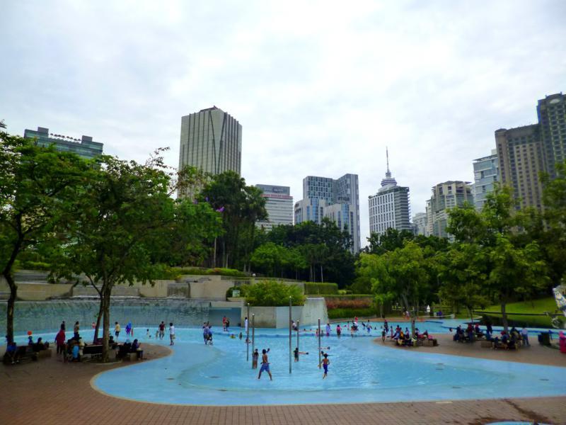 Der schöne Park hinter den Petronas Towers - besonders geeignet für Familien