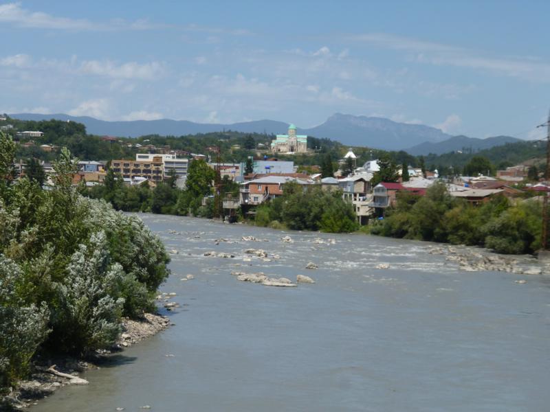 Blick auf die Rioni und Kutaisi