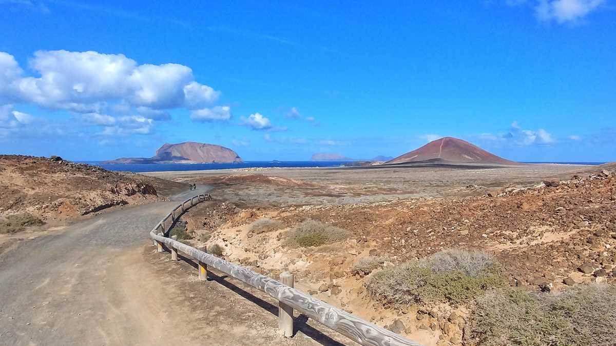 Die wunderschöne und karge Insel La Graciosa im Norden von Lanzarote