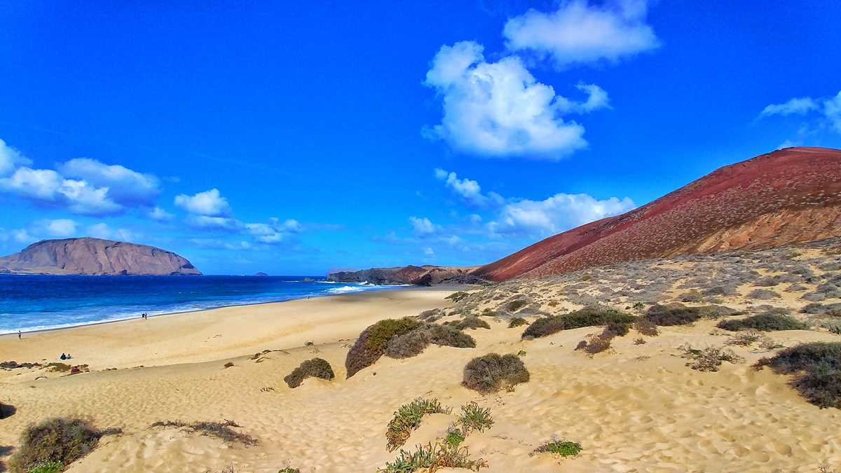 Der Strand Playa de las Conchas auf der Insel La Graciosa