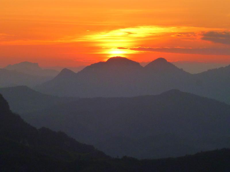 Sonnenuntergang in den Bergen von Nong Khiaw