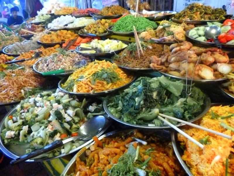 Der belebte Nachtmarkt von Luang Prabang