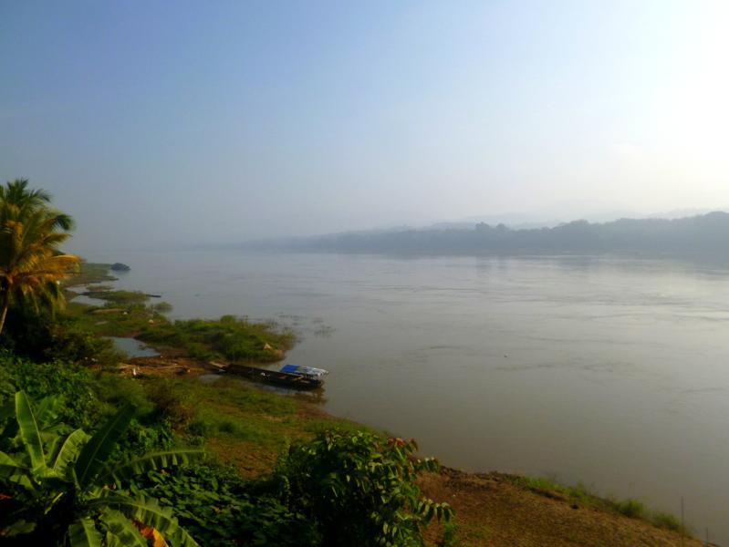 Ausblick von Jennys Guesthouse in Pak Lei auf den Mekong