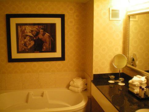 Das nostalgisch anmutende Badezimmer im planet hollywood Hotel in Las Vegas