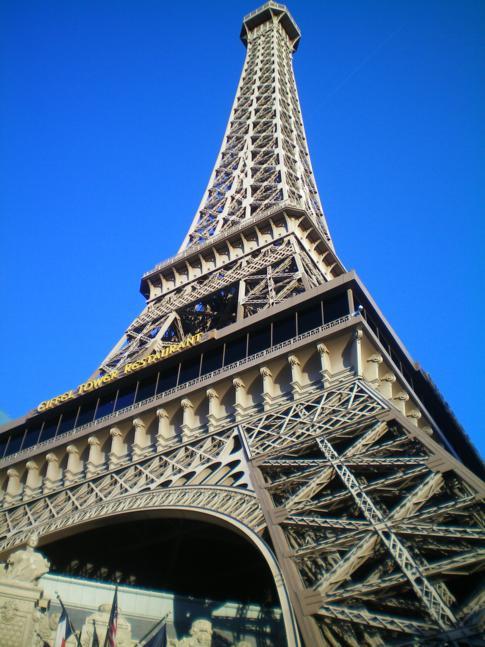 Eines der aus Europa nach Las Vegas importierten Wahrzeichen: der Eiffelturm