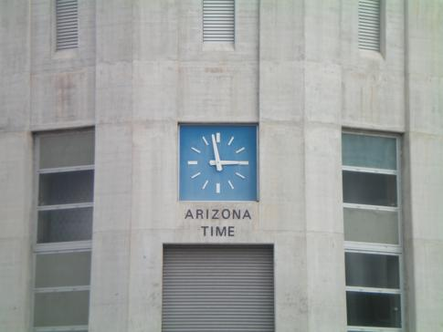 Der Hoover Dam in den USA, hier die Zeitanzeige auf der Seite von Arizona