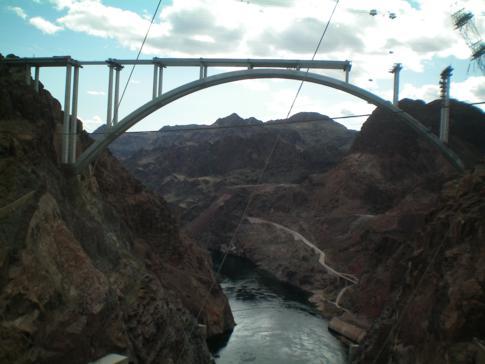 Blick auf den neuen Bypass sowie auf den Colorado River