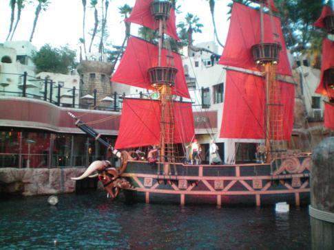 Sirens of Treasure Island, Spektakel auf offener Straße in Las Vegas