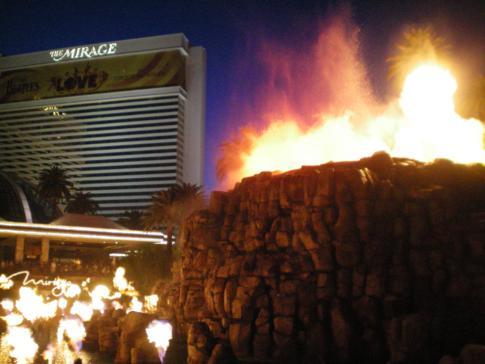 Der Vulkanausbruch vor dem Mirage, ebenfalls eine tolle Show in Las Vegas