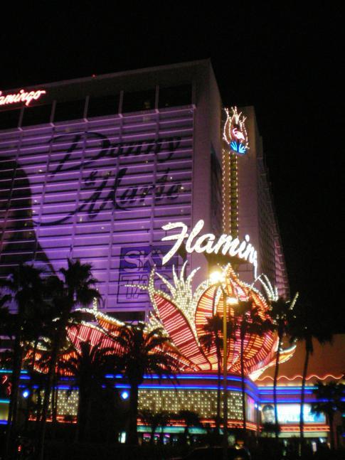 Die abendliche Beleuchtung des Flamingo Hotels in Las Vegas