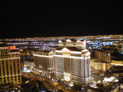 Überragender Blick vom nachgebauten Eiffelturm über Las Vegas und das Caesars Palace