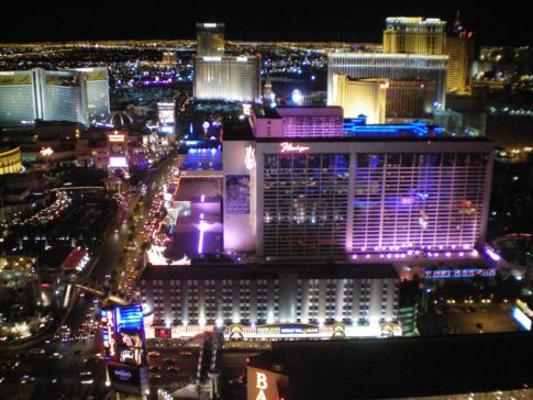 Überragender Blick vom nachgebauten Eiffelturm über Las Vegas und das Flamingo Hotel