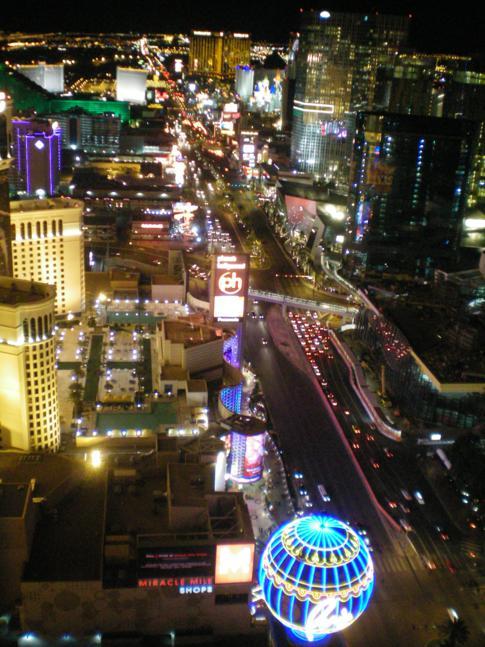 Überragender Blick vom nachgebauten Eiffelturm über Las Vegas und den Strip