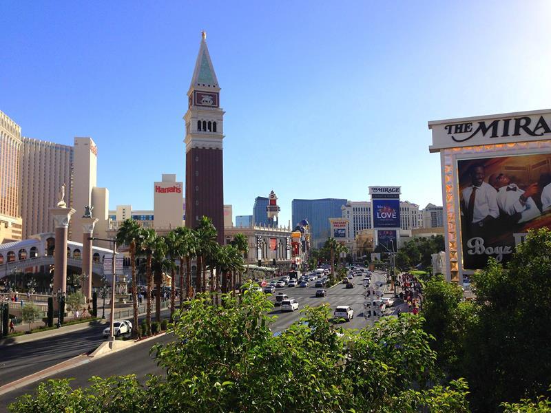 Blick vom Treasure Island auf den Las Vegas Boulevard, den Strip
