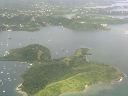 Blick auf Hog Island (Grenada) während eines Liat-Fluges nach Barbados