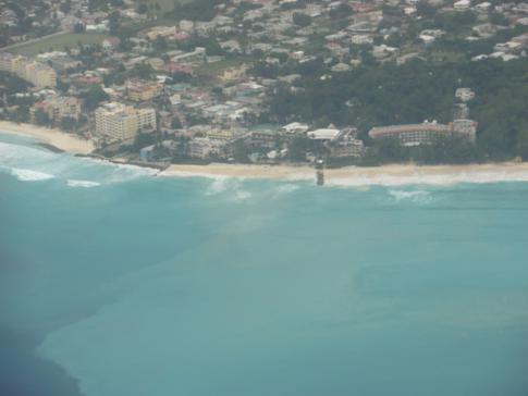 Blick auf die Südküste von Barbados, kurz vor der Landung auf dem Grantley Adams International Airport
