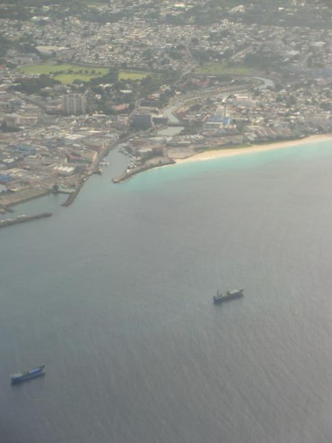Anflug auf Barbados - hier die Careenage und Downtown von Bridgetown