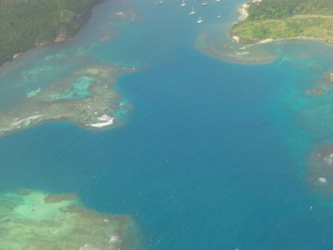 Blick auf die Südostküste von Grenada aus der Dash8-300 von Liat