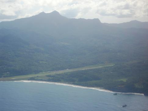 Anflug auf den Melville Hall Airport in Dominica