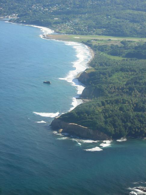Blick auf die raue Ostküste von Dominica
