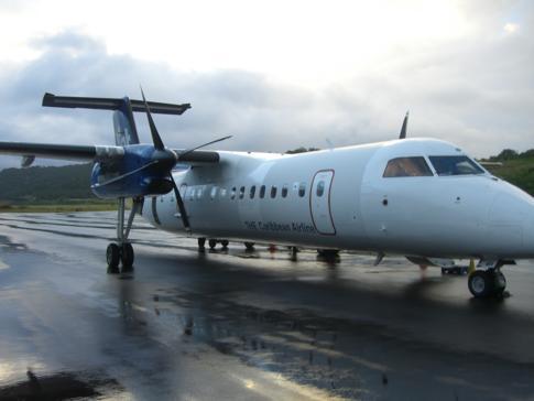 Eine Maschine von Liat auf dem Melville Hall Airport in Dominica
