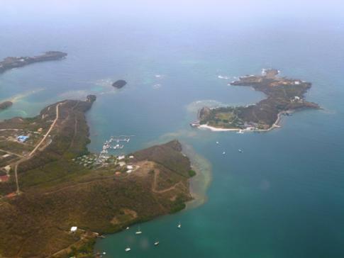 Blick nach dem Start in Grenada auf Calivigny Island