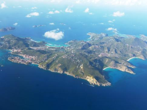 Toller Blick auf St. Barth während des Fluges mit Liat nach Sint Maarten