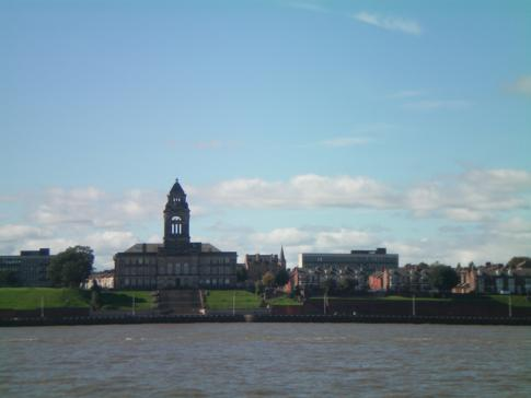 Blick vom Mersey River auf Seacombe