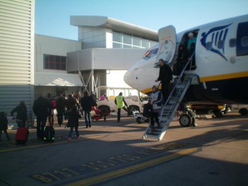 Eine Ryanair-Maschine am John Lennon Airport von Liverpool