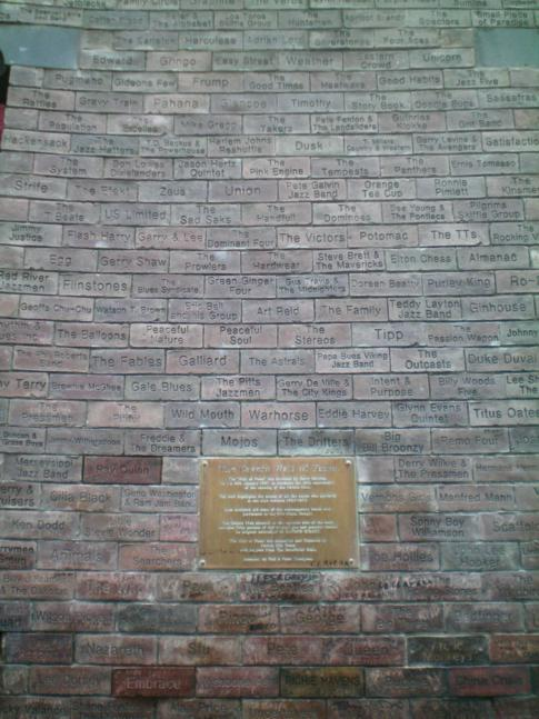 Die Wall of Fame neben dem Cavern Pub in der Mathew Street, Geburtsstunde der Beatles