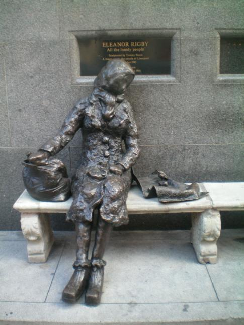 Eleanor Rigby, Statue in Liverpool und zugleich Song der Beatles