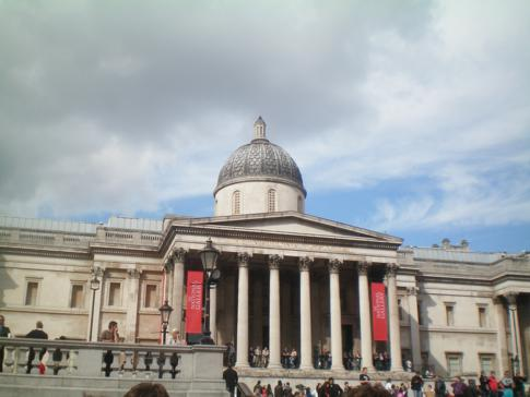 Die National Gallery am Trafalgar Square in London