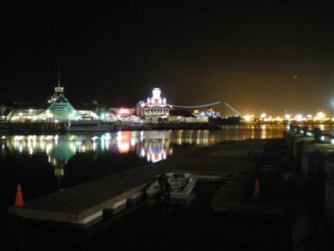 Der Hafen von Long Beach bei Nacht
