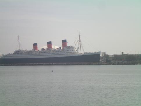 Blick von Long Beach Downtown auf die Queen Mary