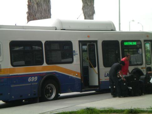 Der kostenlose Shuttle (grüne Linie) vom Flughafen zur Metrostation Aviation LAX