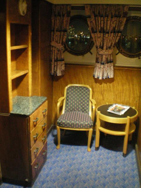 Sitzecke im Zimmer auf der Queen Mary Long Beach