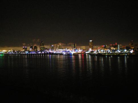 Blick von der Queen Mary auf Downtown Long Beach