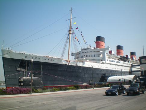 Die Queen Mary Long Beach vom Parkplatz aus fotografiert