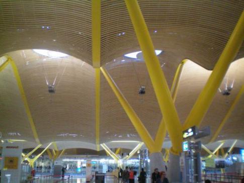 Das neue Terminal 4 im Flughafen Madrid-Barajas