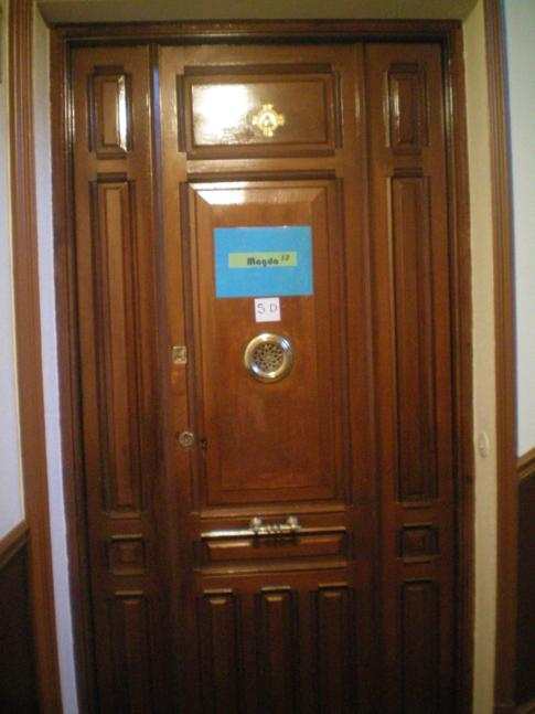 Eingangstür zum Magda Hostel im 5.Stock