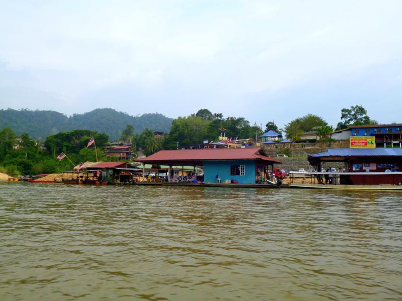 Der kleine Ort Kuala Tahan gegenüber des Mutiara Taman Negara Resort