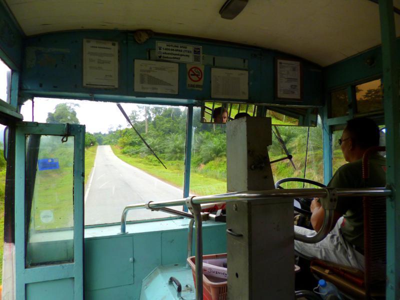 Einer der älteren Busse in Malaysia - von Kuala Tahan nach Jerantut