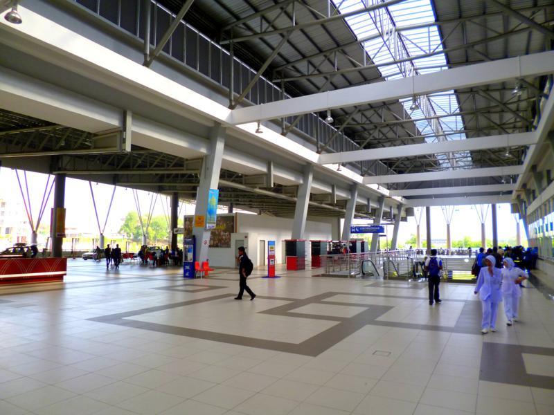 Modernes Busterminal in Kuantan