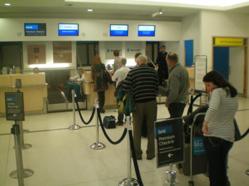 Check-In-Schalter von Manx2 am Belfast City Airport