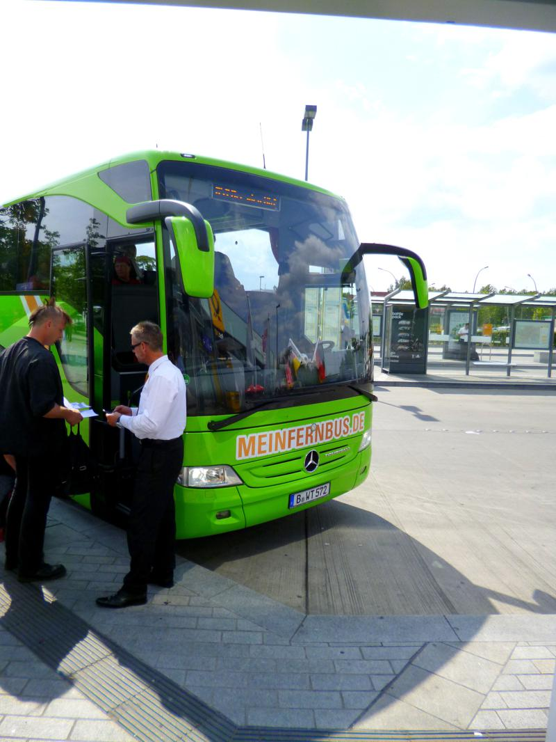 MeinFernbus in Berlin Südkreuz auf dem Weg nach Dresden