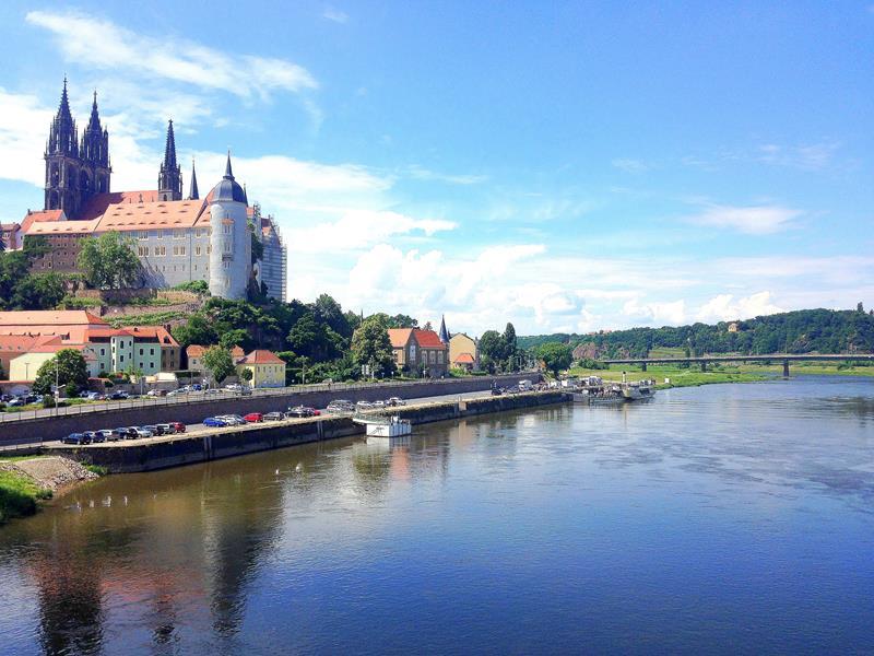 Blick auf die Altstadt von Meißen, die Elbe und die Albrechtsburg